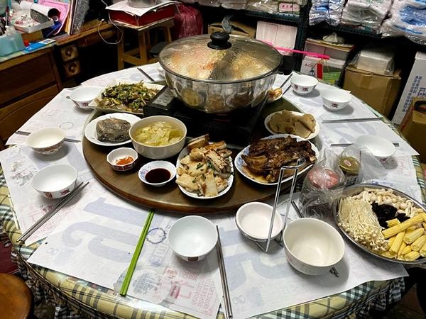 [日記] 過年回嘉義第一天:吃火鍋、拿紅包、跟三個堂哥玩