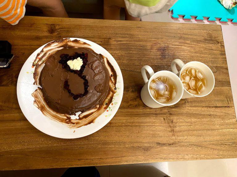 [日記] 在家過生日,媽媽幫我做海綿蛋糕,視訊過生日。
